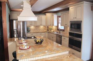 mf-tile-backsplash-beige-peach-tan-ivory-kitchen-cabinets